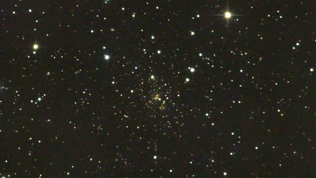 Abell 1689 - ein weit entfernter Galaxienhaufen in der Jungfrau (1)