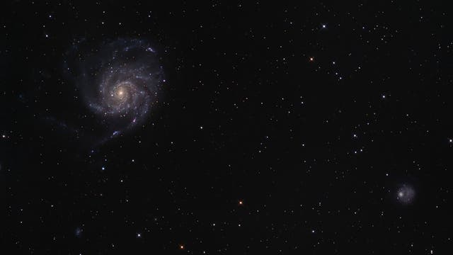 Die Feuerradgalaxie und ihre Nachbarschaft