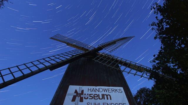 Sternspuren über der Kaisergarten-Mühle bei Uelzen