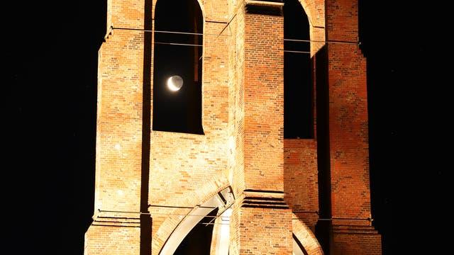 Aschgrauer Mond hinter dem Großen Kaap auf Borkum
