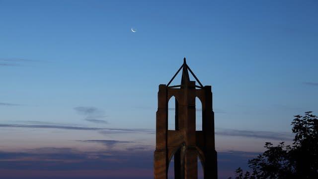 Schmale Mondsichel über dem Großen Kaap auf Borkum