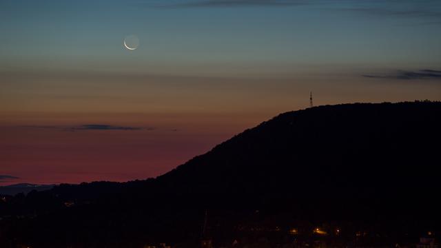 Die hauchdünne Mondsichel am 7. August 2021 …