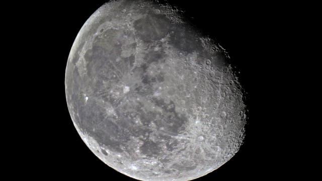 Mond am 27. Februar 2016