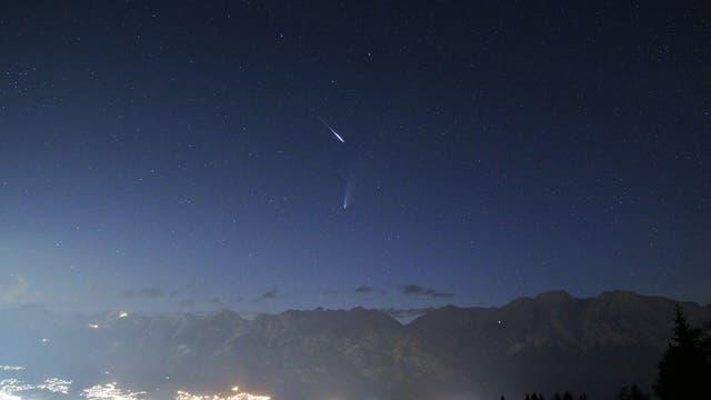 Komet Neowise mit Sternschnuppe in Tirol