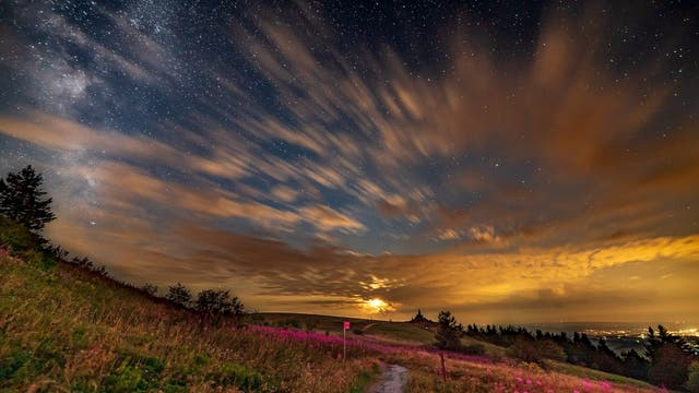 Spektakulärer Monduntergang