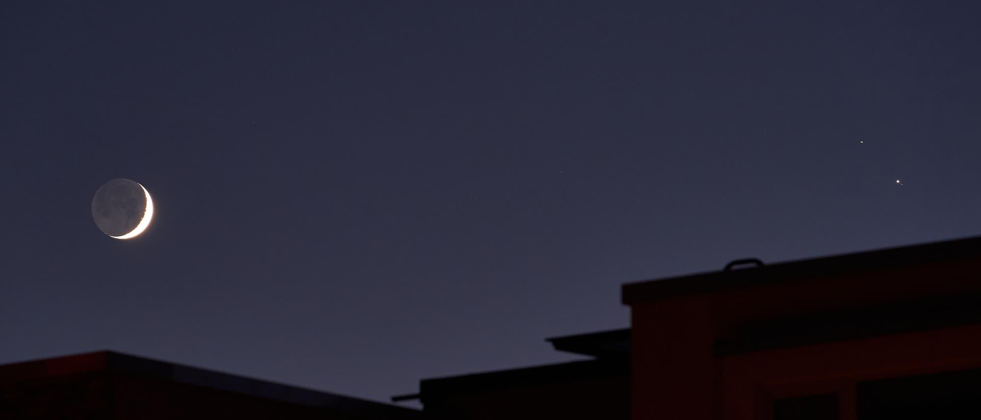 Treffen von Mond, Jupiter und Saturn