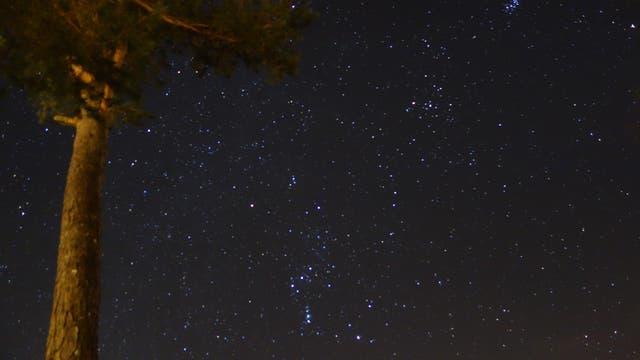 Orion, Hyaden, Plejaden und Mars über der Vulkaneifel
