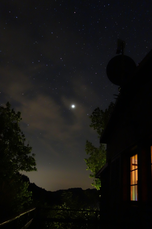 Jupiter hinter Wolkenschleier in Schutz (Vulkaneifel)