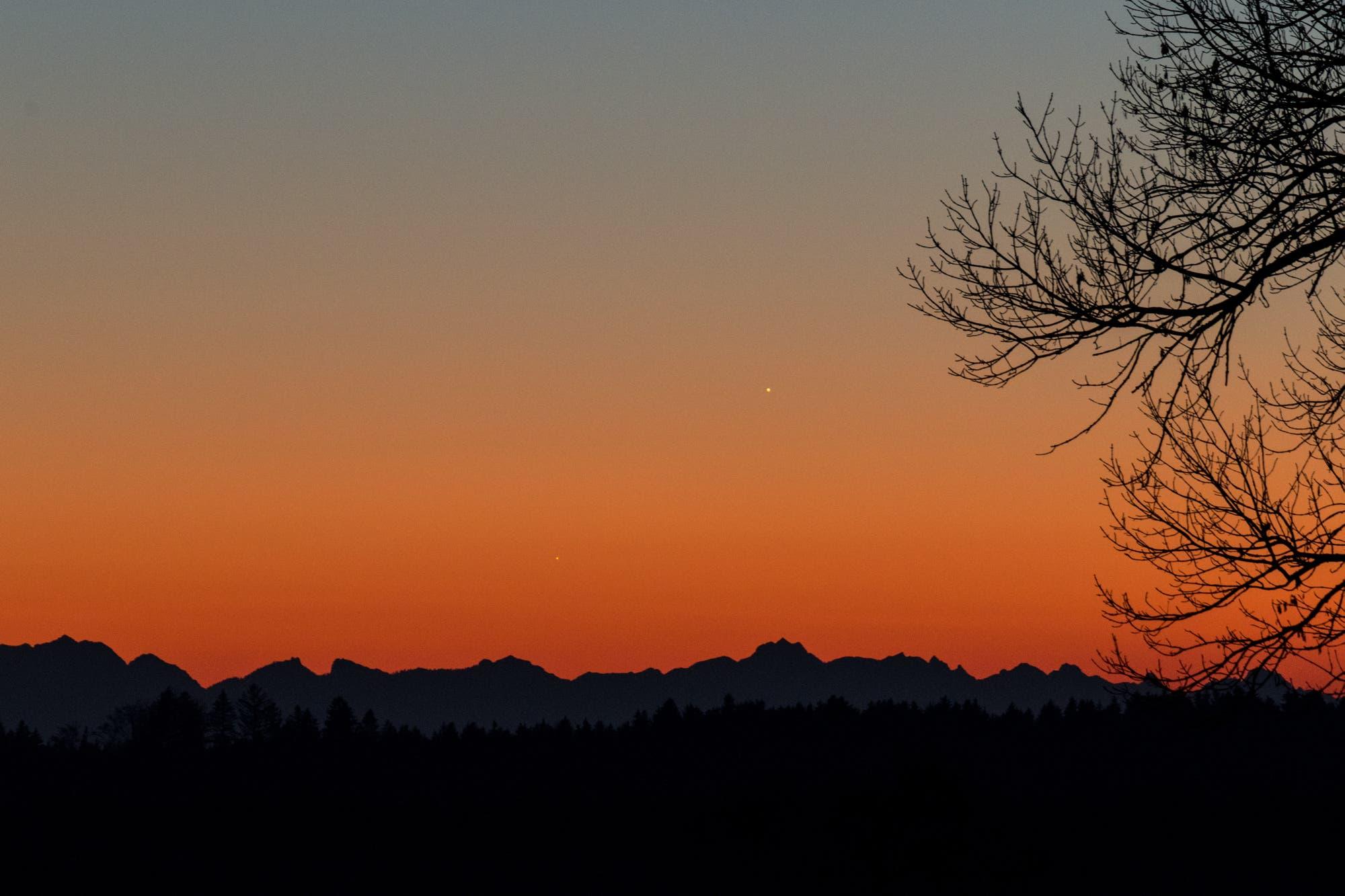 Jupiter und Merkur über der Alpenkulisse