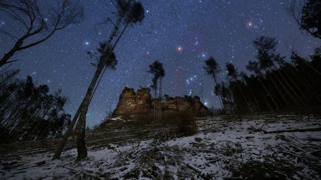 Der Sternenhimmel über einem Naturdenkmal