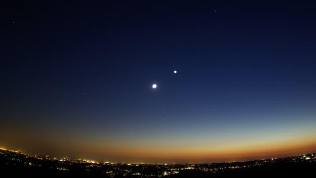 Mond bei Venus – Ausblick von der Sternwarte Remscheid
