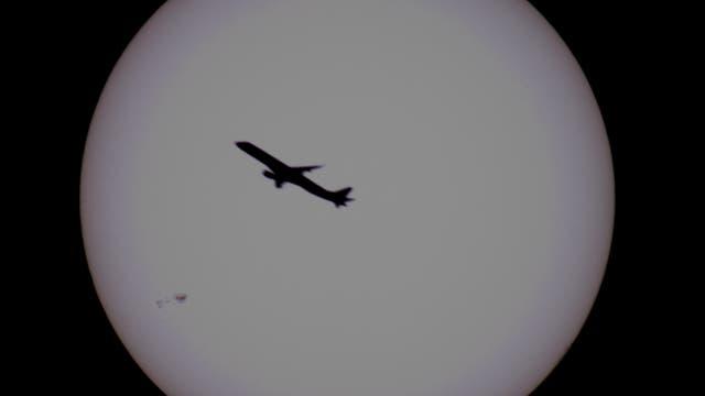 Sonne mit AR 12665 und Flieger