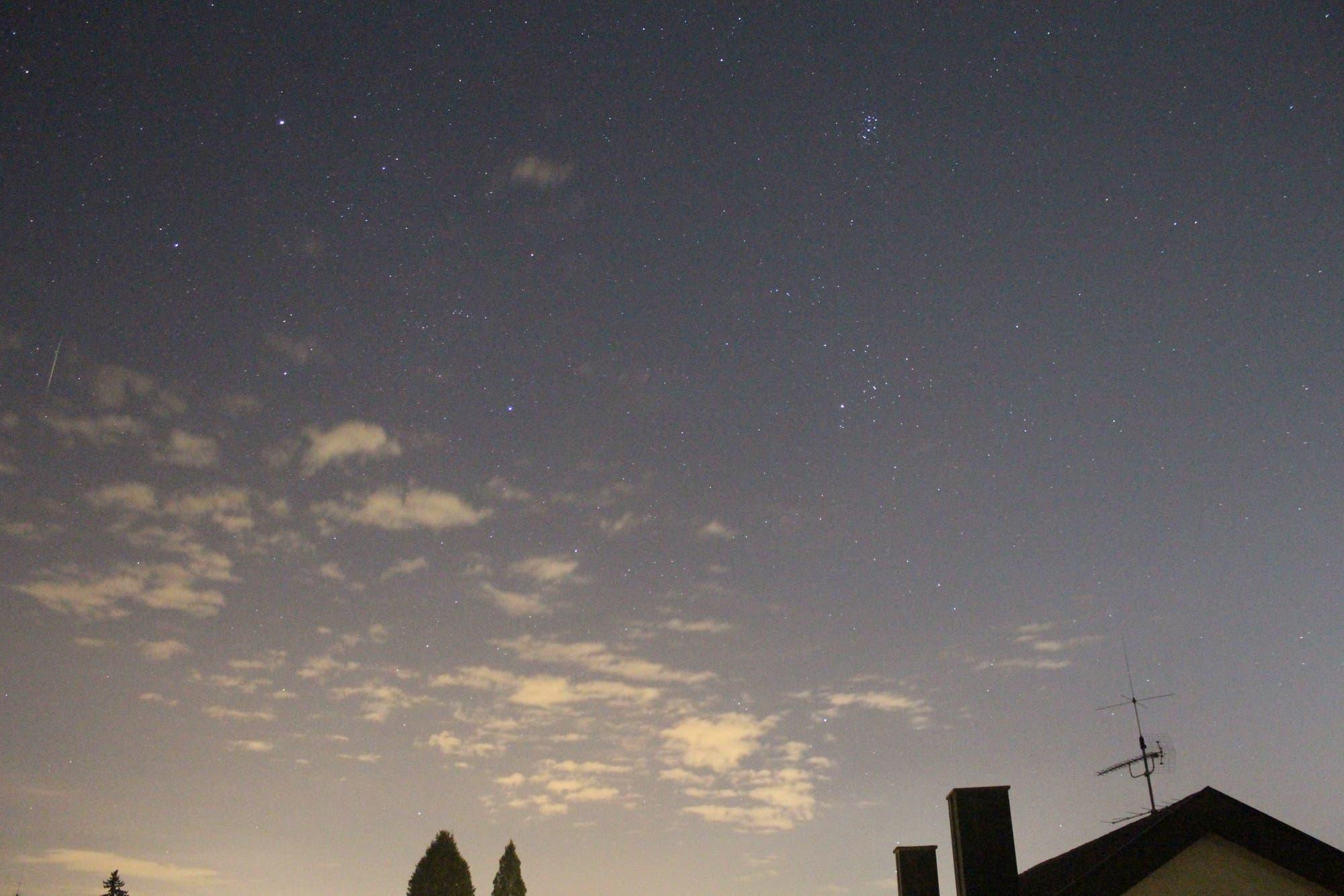 Sternschnuppe im Sternbild Fuhrmann
