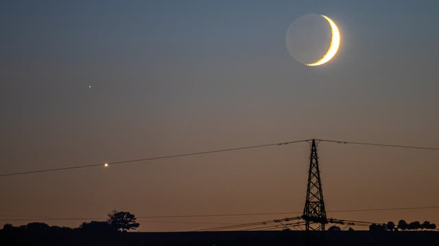 Konjunktion von Mond und Venus ...