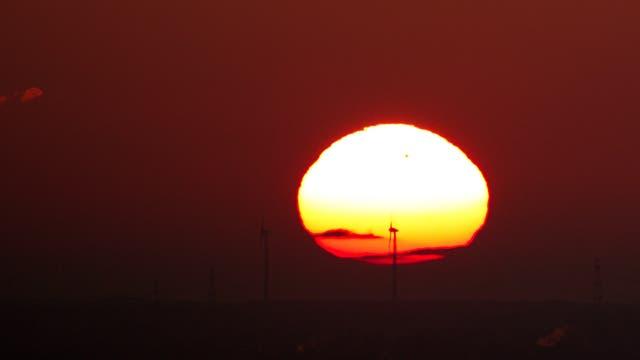 Venustransit bei aufgehender Sonne
