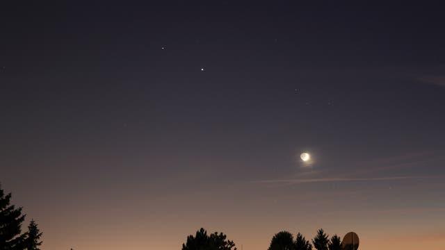 Jupiter bei Saturn, Mond bei Sigma Sagittarii (Nunki)-2
