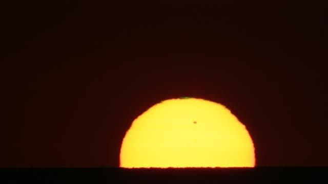 Sonnenaufgang mit Venustransit und grünem Leuchten