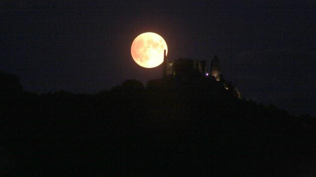 Partielle Mondfinsternis Halbschattenphase Mondaufgang über Ruine Dürnstein