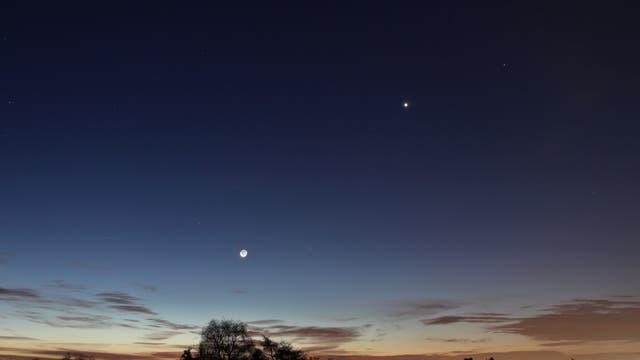 Mond mit Erdlicht, Venus und Merkur