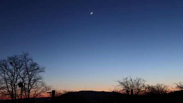 Mond mit Erdschein