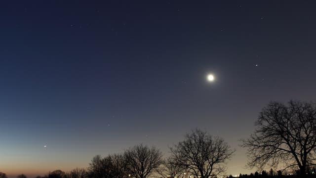 Jupiter, Mond, Saturn und Venus am Morgenhimmel