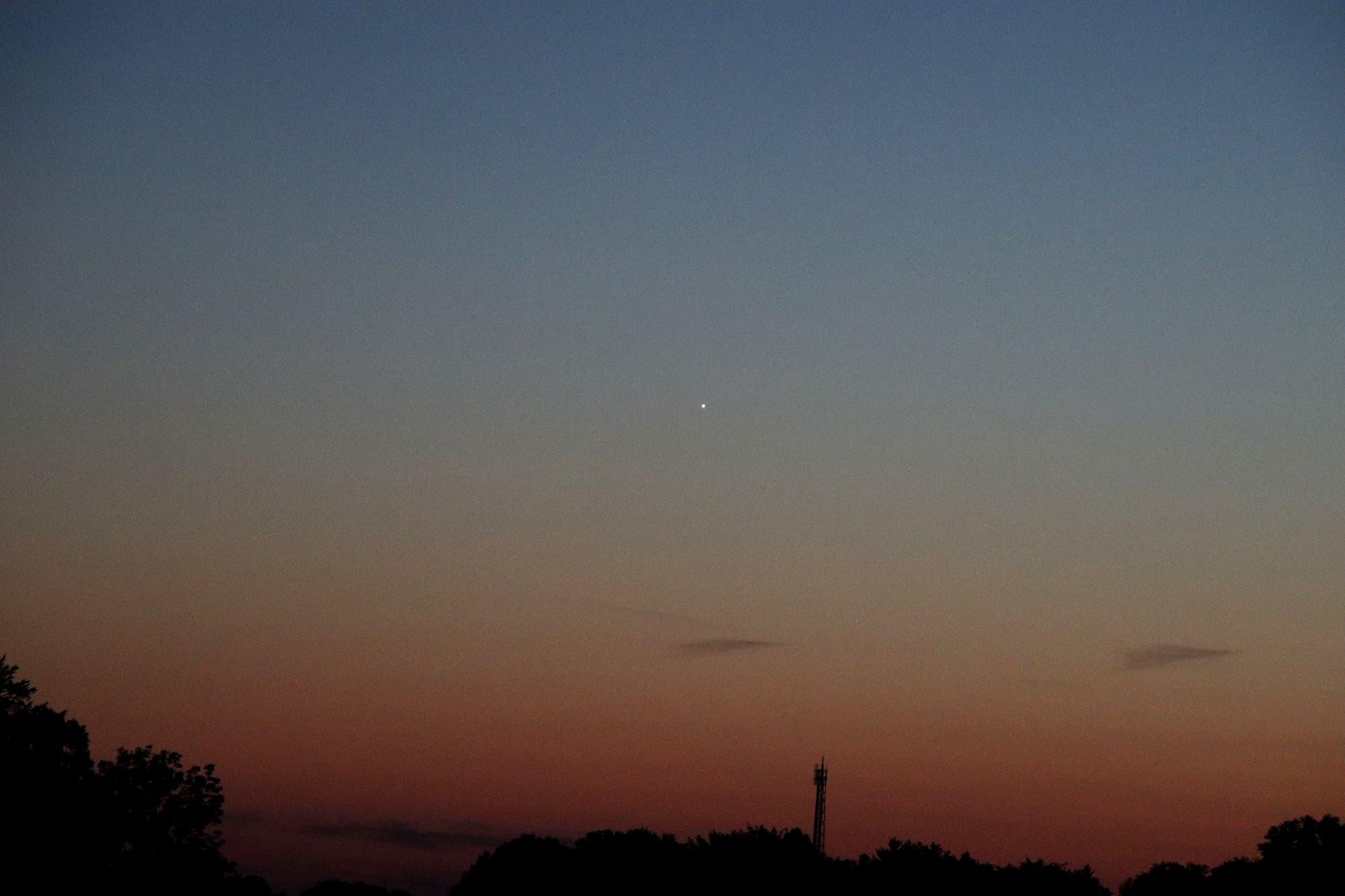 Venus taucht in das Abendrot ein