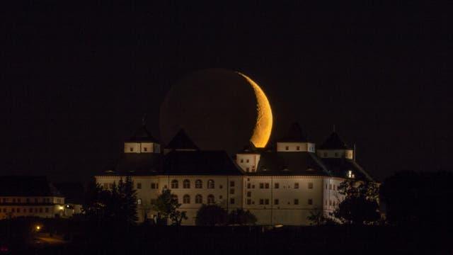 Monduntergang über der Augustusburg