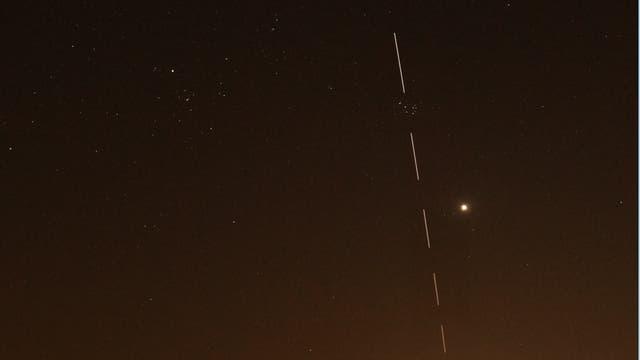 ISS vor Mond und Plejaden