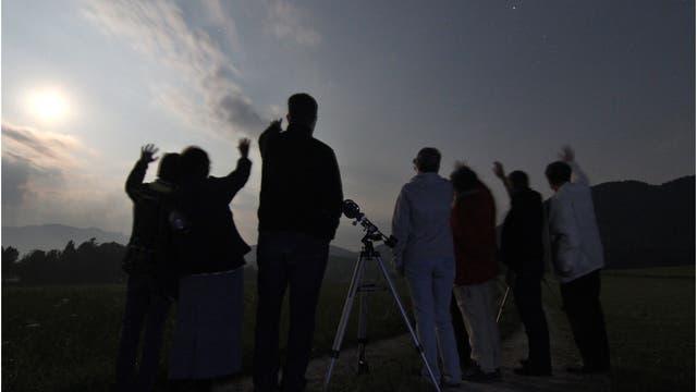 Isarwinkler Sternfreunde winken dem Saturn