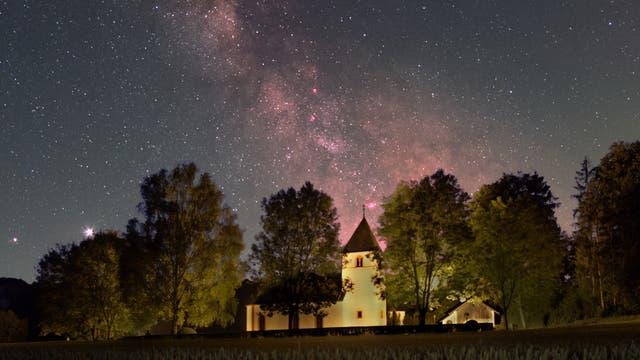 Die Kirche St. Jakobus unterm Sternenzelt
