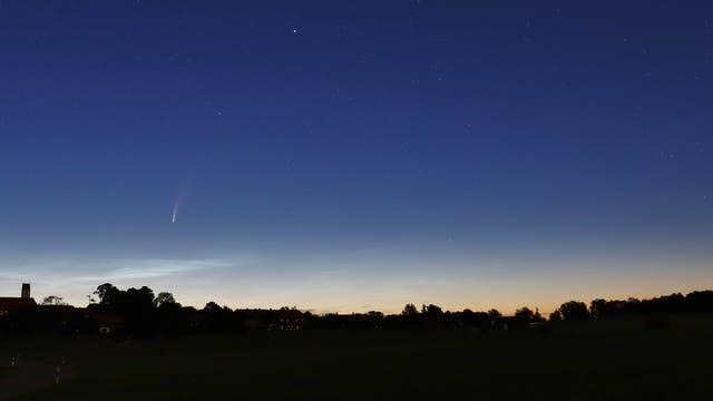 Komet NEOWISE am 10. Juli 2020 mit Venus im Sternbild Stier