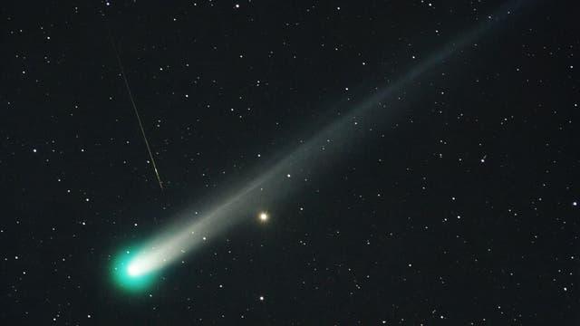 """Komet Lovejoy und Sternschnuppe - """"Entstehung und Ende eines Staubkorns"""""""