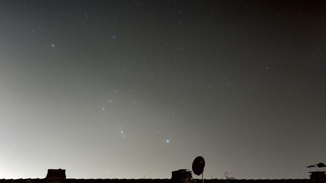 Komet Lovejoy zieht am Orion vorbei