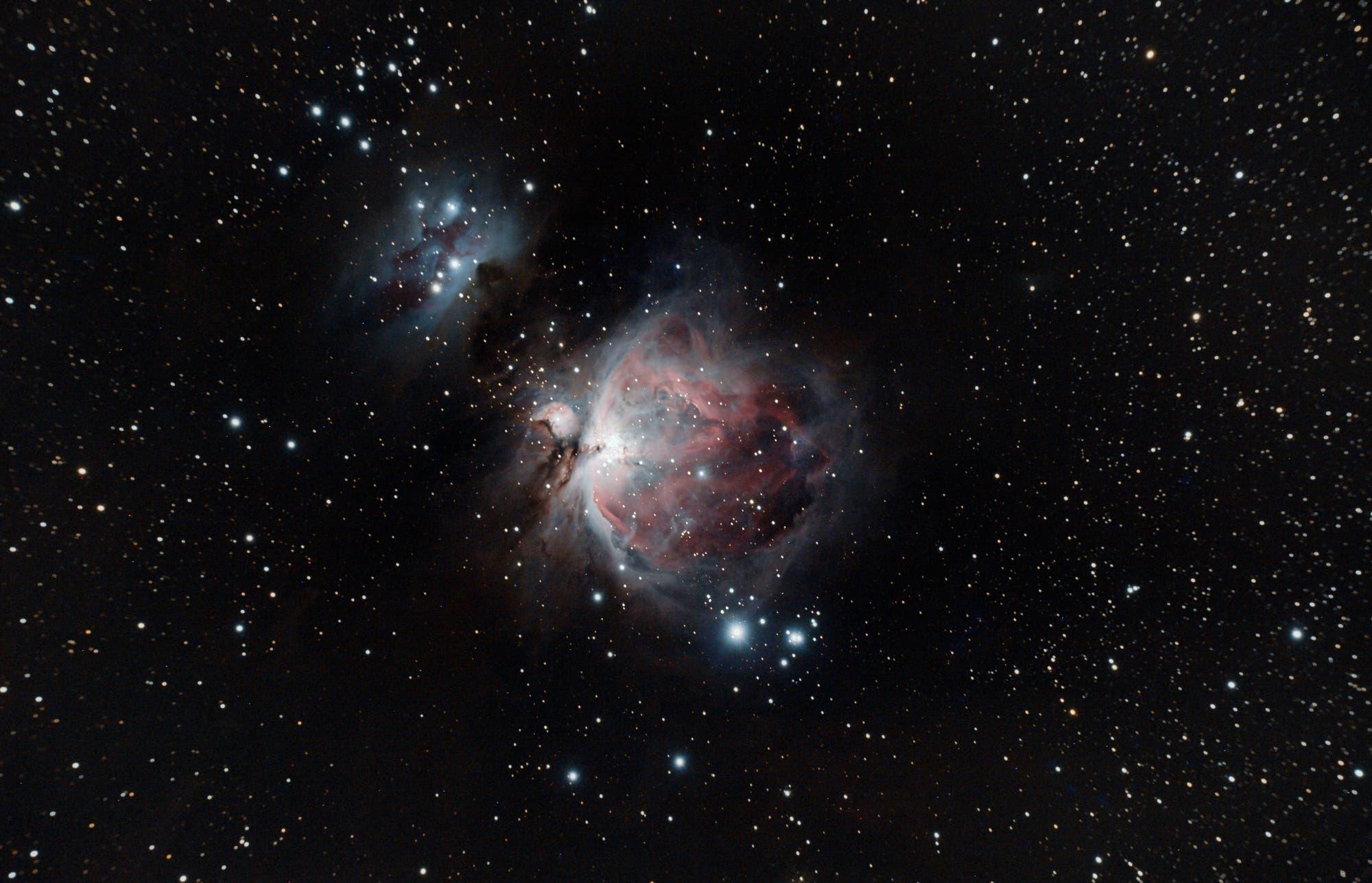 Orionnebel und Running Man Nebel im Sternfeld