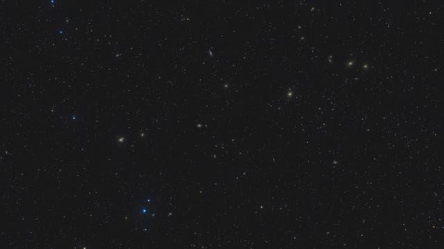 Messier 90 und Markarian-Galaxienkette