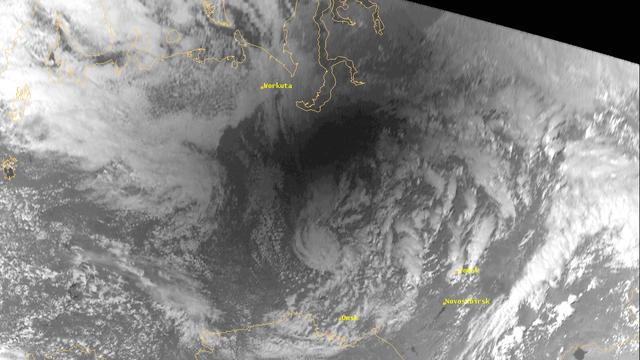 Sonnenfinsternis aus der Satellitenperspektive