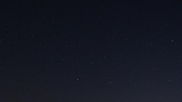Mars im untergehenden Sternbild Zwillinge