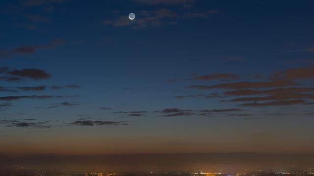 Merkur, die schmale Mondsichel & Venus über Dresden