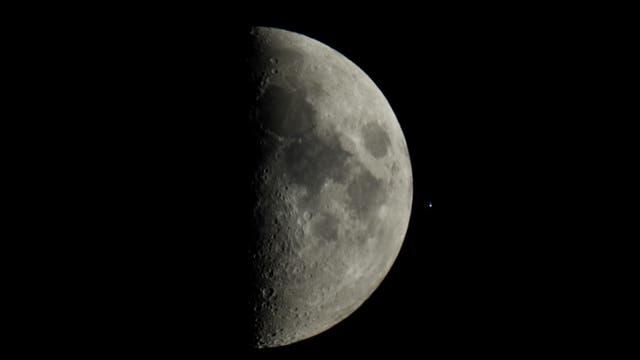 Mond und der Stern Acrab nach der Bedeckung