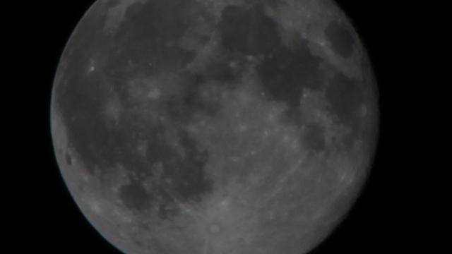 Der Mond 19 Stunden nach der Mondfinsternis