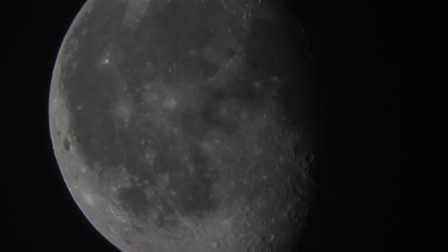 Der Mond fünf Tage nach der Mondfinsternis