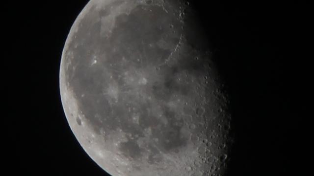 Der Mond sechs Tage nach der Mondfinsternis