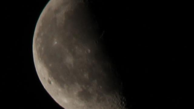 Der Mond acht Tage nach der Mondfinsternis