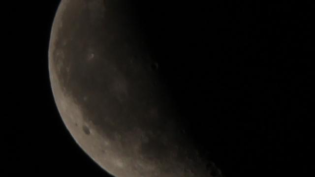 Der Mond neun Tage nach der Mondfinsternis