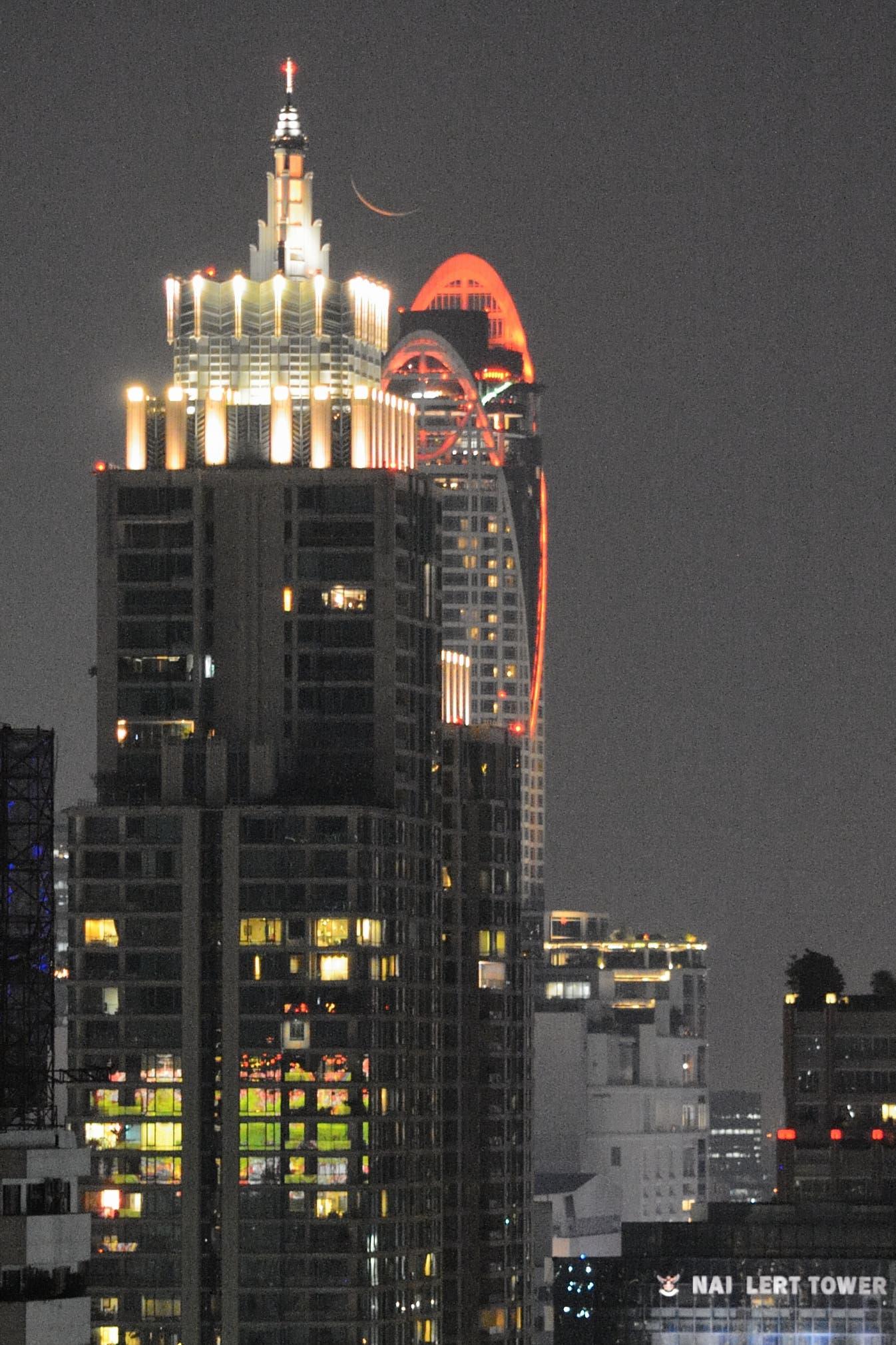 Schmale Mondsichel über Bangkok 2