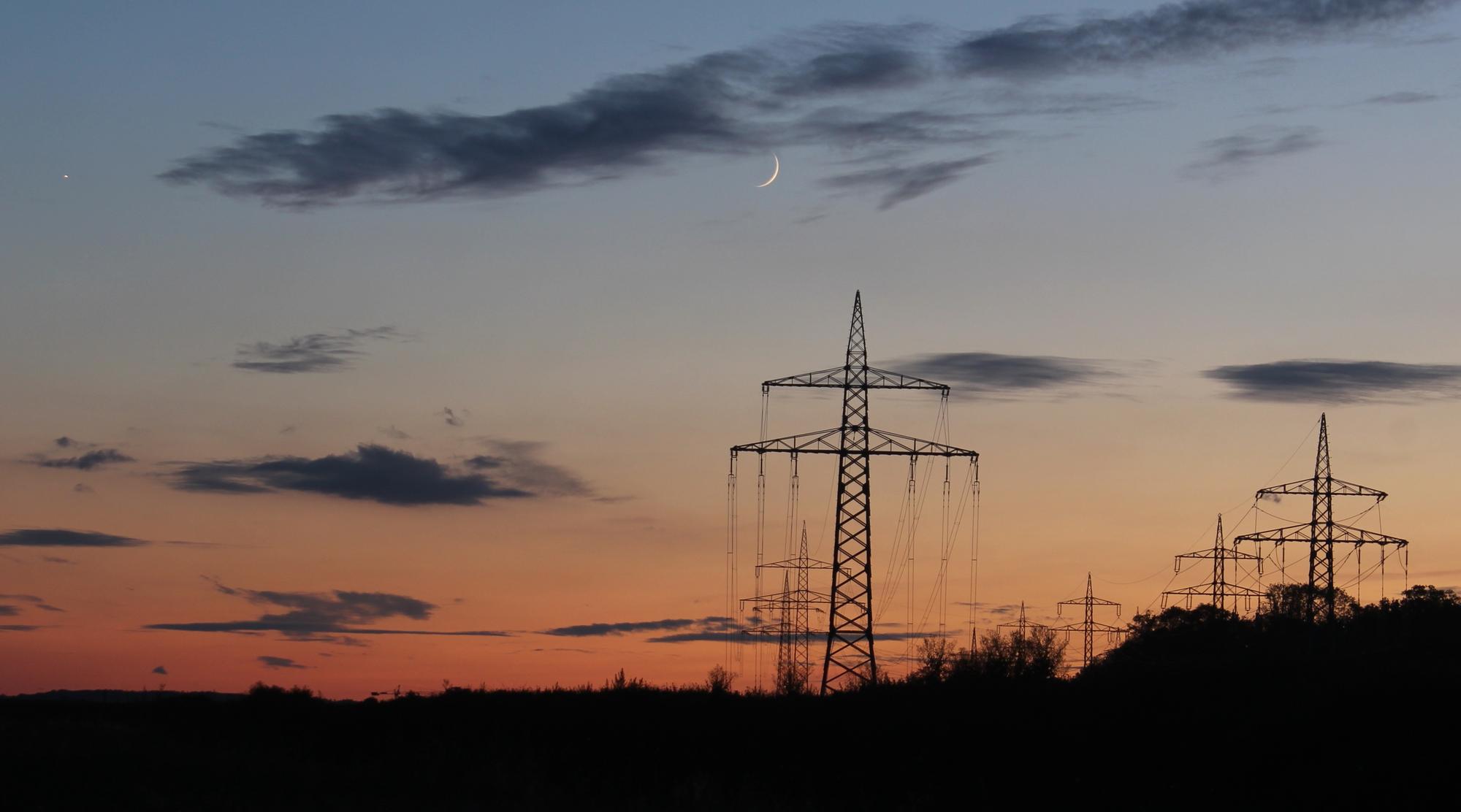 Mond und Venus in der Abenddämmerung
