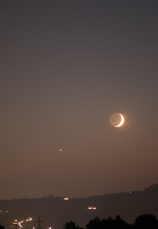 Mond trifft Venus vor dem Kopf des Sternbilds Skorpion (2)