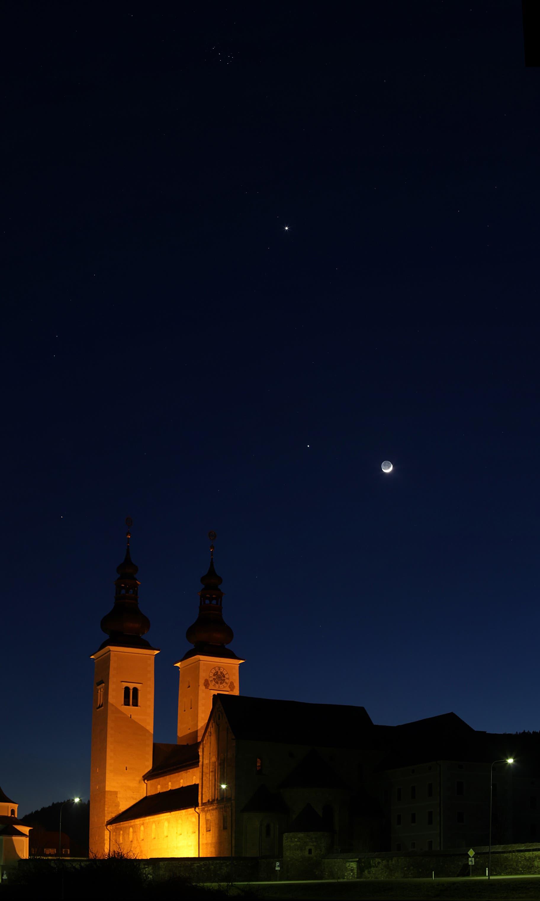 Mond, Jupiter und Venus über dem Gurker Dom