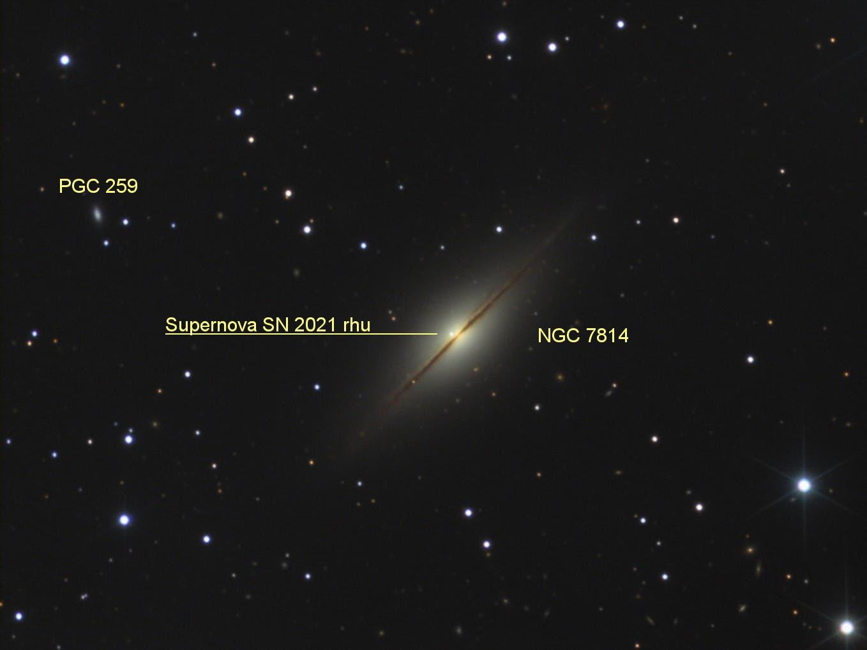 NGC7814 mit Supernova SN2021rhu mit Markierung