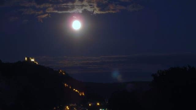 Partielle Mondfinsternis Halbschattenphase Mond über Dürnstein